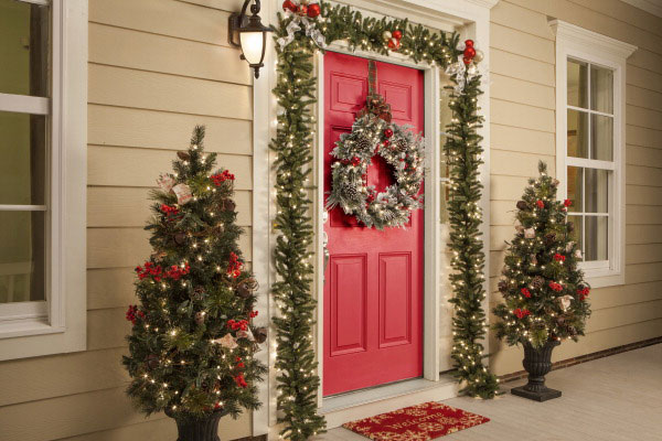 Guida door window blog 4 holiday infused ideas for for Professional outdoor christmas decorations